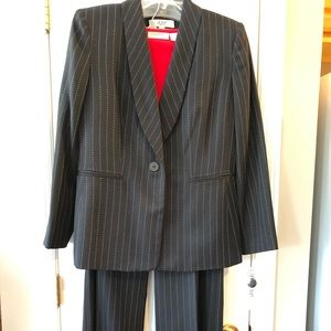 NWT LeSuit 2 Piece Pin Striped Pants Suit  Sz 12P